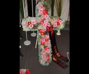 Ein Kreuz aus Blumen